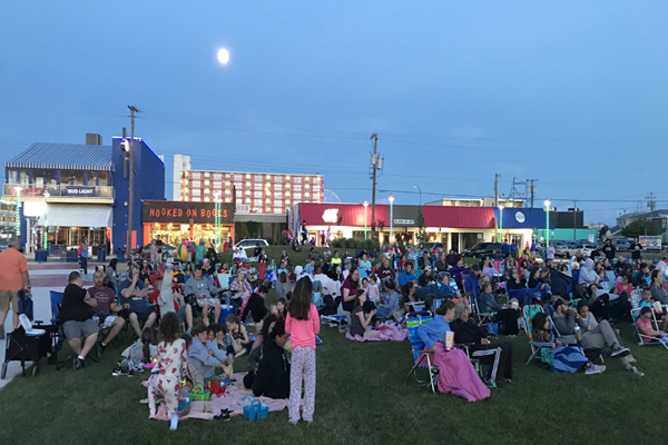 Downtown Wildwood Movies in the Plaza – FREE!